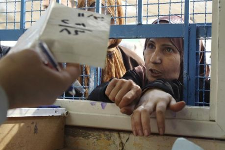Femmes démunies magasins vides à Gaza janvier 2009 Reuters.
